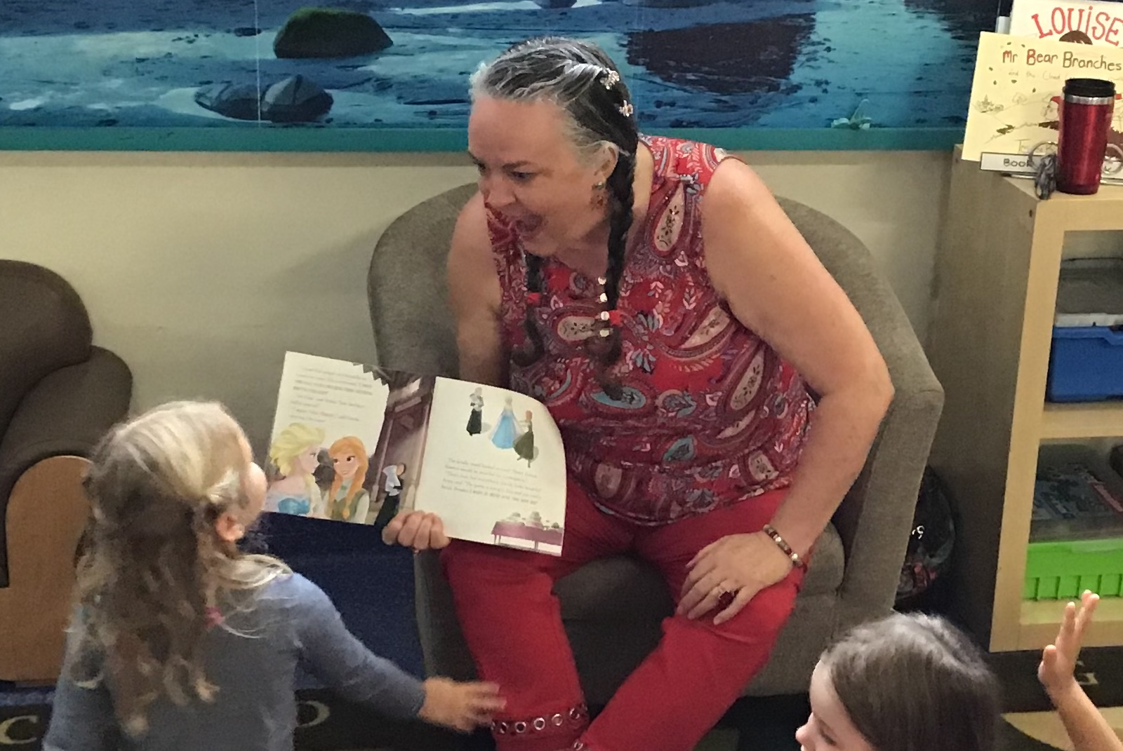 Mama Sa reading in red top